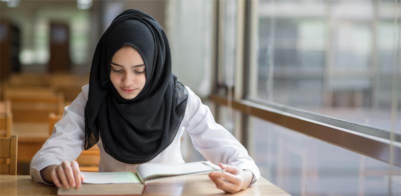 תלמידה מהחברה הערבית. מיעוט גם בתנועות הנוער / צילום: Shutterstock