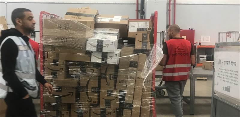 מיון חבילות בדואר ישראל / צילום: מיכל רז-חיימוביץ'