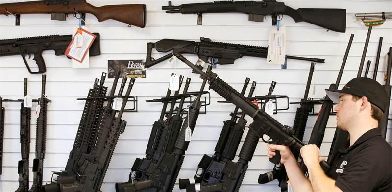 """חנות לכלי נשק ביוטה, ארה""""ב / צילום: ג'ורג' פריי, רויטרס"""