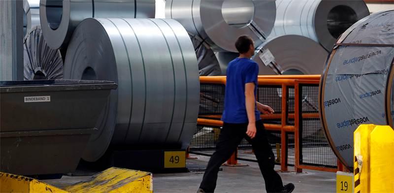 גללי פלדה במפעל הייצור / צילום: רויטרס