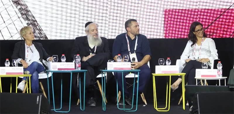 ליאת שוחט, יאיר מעיין, הרב חנוך זייברט ואבירמה גולן / צילום: יוסף שלומי