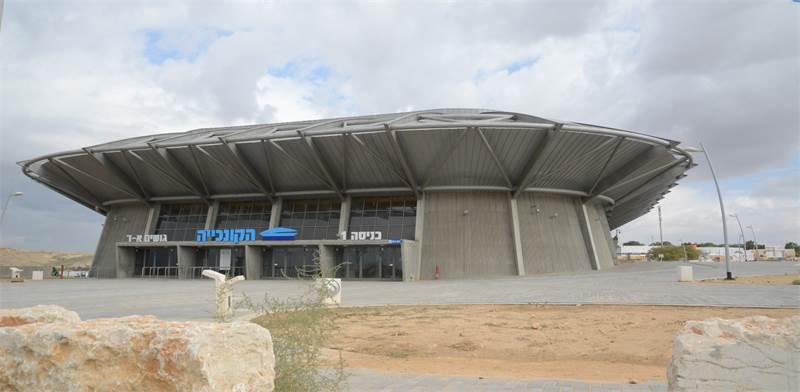 אצטדיון הקונכייה בבאר שבע. לא לחינם ראשי עיר אוהבים, נגד ההיגיון הישר לעתים, להשקיע מיליונים רבים במימון קבוצות ספורט / צילום: איל יצהר
