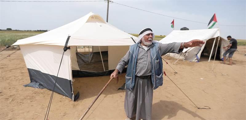 Ibraheem Abu Mustafa אוהלים שפלסטינים מהרצועה הקימו אתמול בסמוך לגבול עם ישראל. החמאס תפס טרמפ/צילום