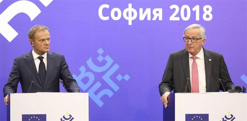 נשיא הנציבות האירופית ז'אן קלוד יונקר ונשיא האיחוד דונלד טוסק בסופיה היום / צילום: רויטרס