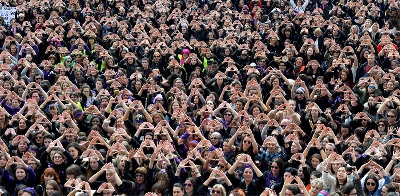 הפגנה ביום זכויות האישה בספרד / צילום: Vincent West, רויטרס