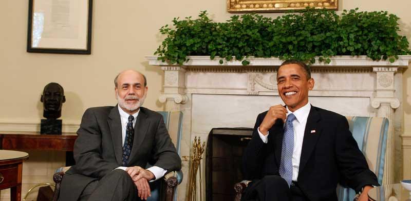 """נשיא ארה""""ב לשעבר, ברק אובמה (מימין) ונגיד הפד לשעבר, בן ברננקי / צילום: רויטרס -  Larry Downing"""