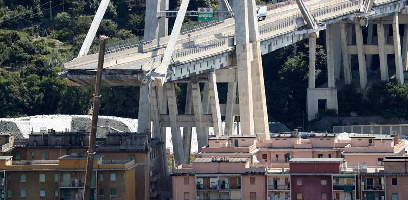 הגשר בגנואה לאחר קריסתו. / צילום:  רויטרס - Stefano Rellandini