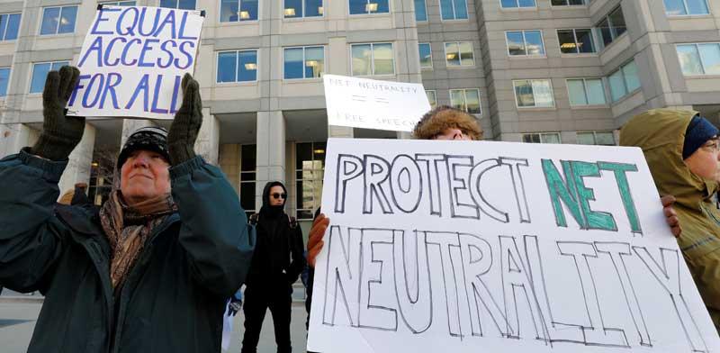 מפגינים בעד ניטרליות הרשת/ צילום: Yuri Gripas רויטרס