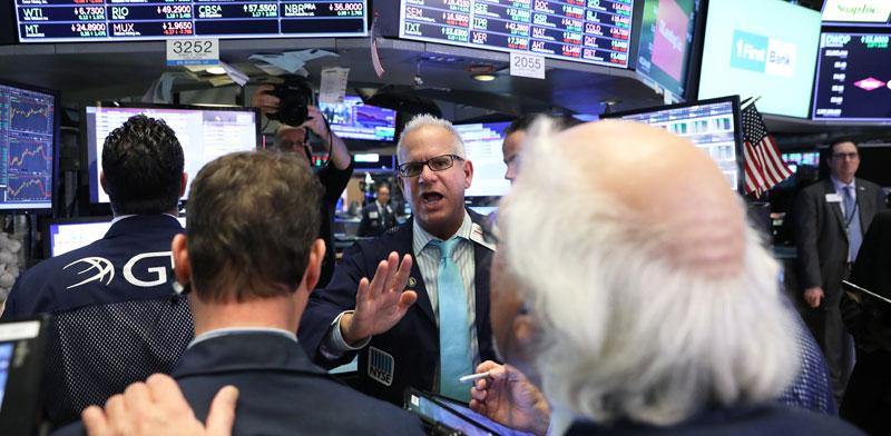 סוחרים בבורסת ניו-יורק /צילום: רויטרס - Brendan McDermid
