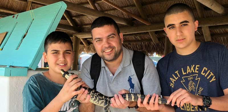 אריאל אטיאס והילדים בקוסטה ריקה / צילום: אלבום פרטי