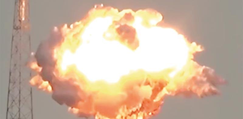 """פיצוץ הלוויין """"עמוס 6"""" בזמן ההמראה / צילום מסך"""