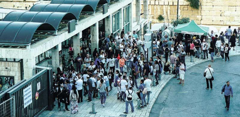 תחנת אוטובוס בירושלים. לא בשבת / צילום: שאטרסטוק