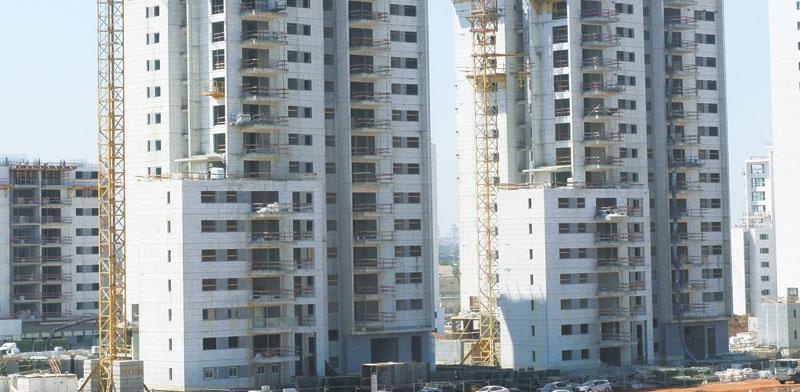 פרויקט בנייה בצומת קסם בראש העין של חברת נצבא / צילום: איל יצהר