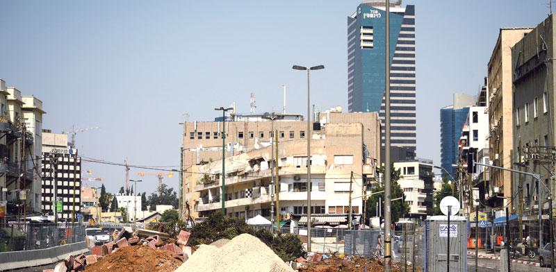 בנייה ברחוב הרכבת בתל אביב./ צילום: איל יצהר