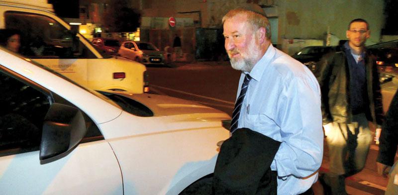 """היועמ""""ש אביחי מנדלבליט ביציאה מהדיון בלשכת עורכי הדין / צילום: אמיר מאירי"""