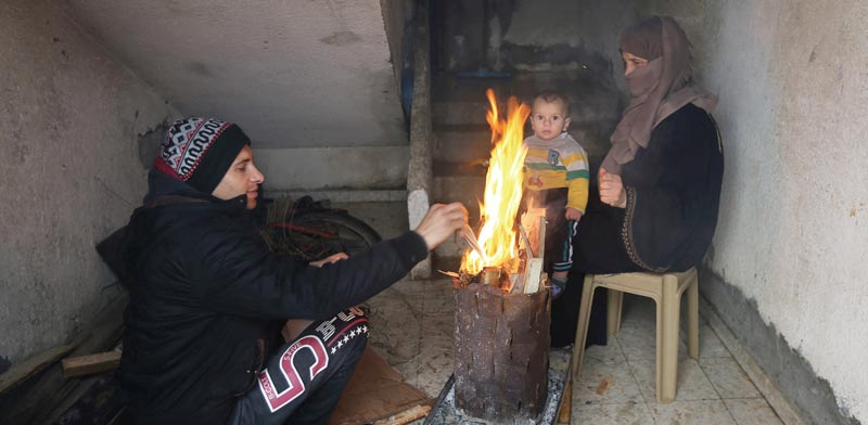 Keeping warm in Gaza Photo: Ibraheem Abu Mustafa