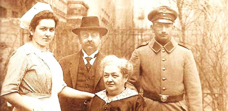אחיו של אלפרד זקס ומשפחתו בברלין לפני עליית הנאצים לשלטון