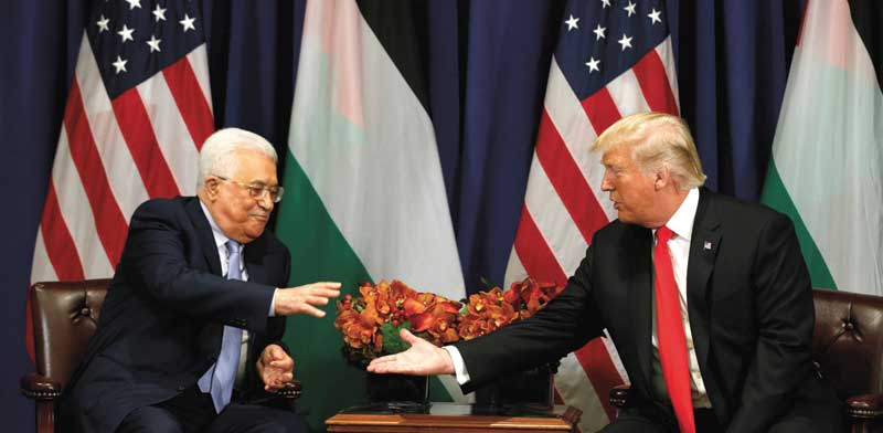 Mahmoud Abbas, Donald Trump  photo: Kevin Lamarque, Reuters