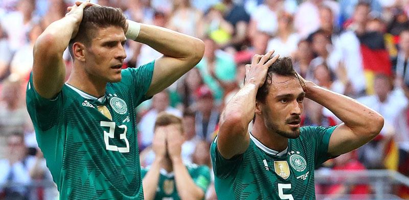 שחקני נבחרת גרמניה בסוף המשחק מול דרום קוריאה / צילום: רויטרס, Michael Dalder