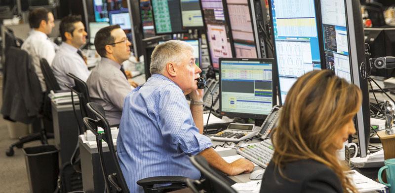 סוחרים בבורסה /צילום: רויטרס, Mark Blinch
