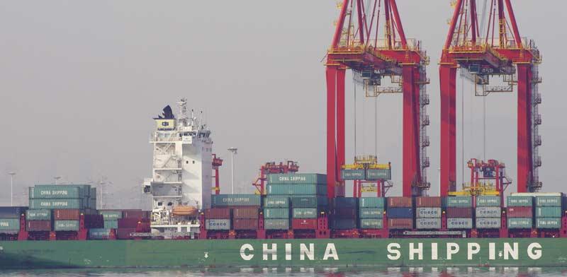"אוניית משא סינית בדרך לארה""ב./ Stringer , צילום: רויטרס"