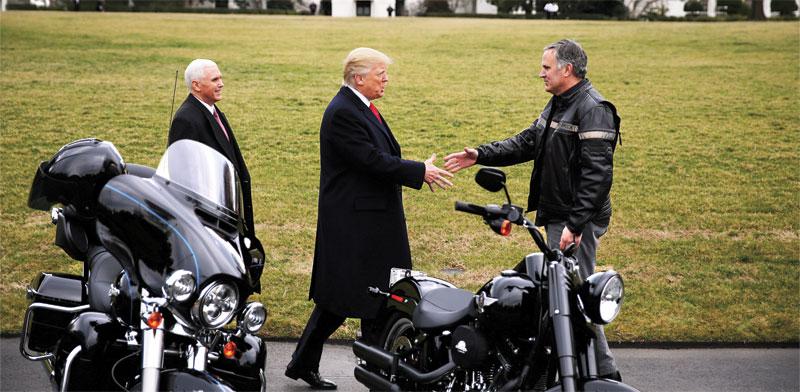 """טראמפ נפגש עם מנכ""""ל הארלי דיווידסון /  צילום: רויטרס Carlos Barria"""