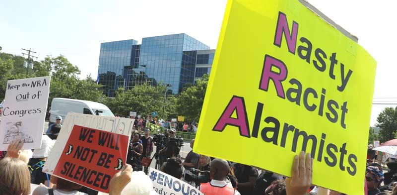 הפגנה נגד ה-NRA בחודש יולי / רויטרס, Jonathan Ernst