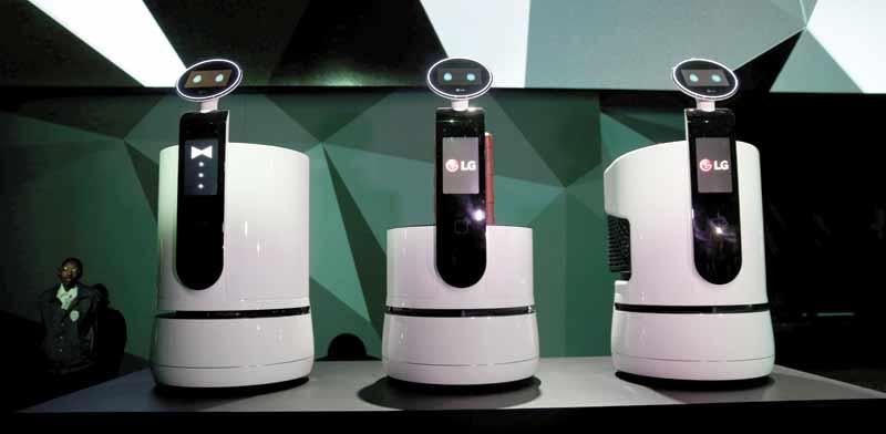 הרובוטים של lg / צילום: רויטרס