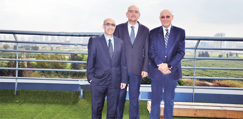 """ד""""ר שוקי גלייטמן, פרופ' אבי קרסיק ואבנר לושי/ צילום: יח""""צ"""