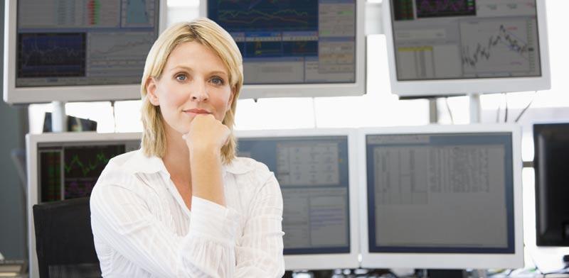 ברוקרית במשרד. נדרשת התמחות בשווקים שונים/ צילום: Shutterstock/ א.ס.א.פ קרייטיב