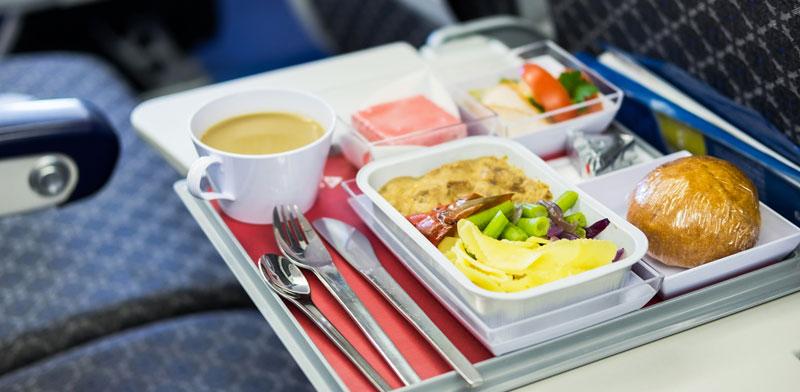 ארוחה במטוס / צילום: א.ס.א.פ קריאטיב, Shutterstock