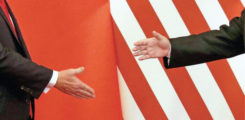 לחיצת ידיים של הנשיא טראמפ ונשיא סין שי ג'הנפינג  / צילום: צילום: רויטרס