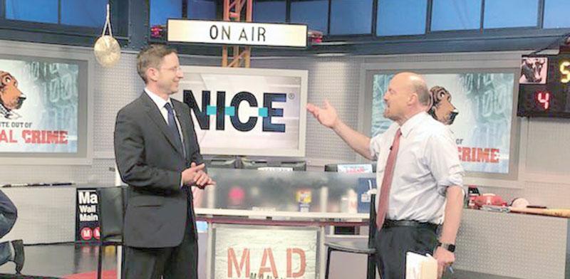 """ברק עילם וג'ים קריימר בתוכנית """"Mad Money"""" בשבוע שעבר / צילום מסך"""