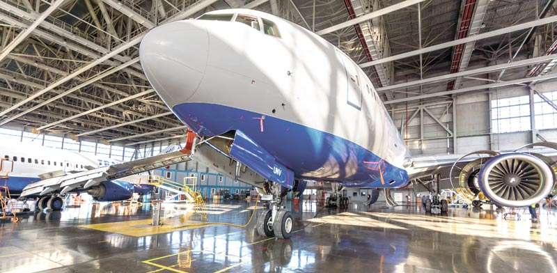 מטוס של בואינג בטיפול / צילום:א.ס.א.פ קרייטיב / Shutterstock