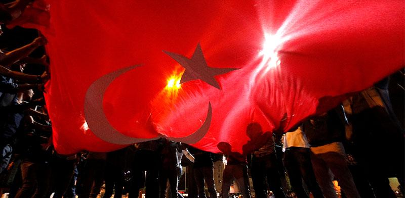 תומכי ארדואן חוגגים בכיכר טקסים באיסטנבול / צילום: רויטרס - Kemal Aslan