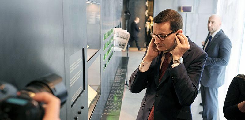 ראש ממשלת פולין בביקור במוזיאון משפחת אולמה שהצילה יהודים בשואה/ צילום: רויטרס - Agencja Gazeta