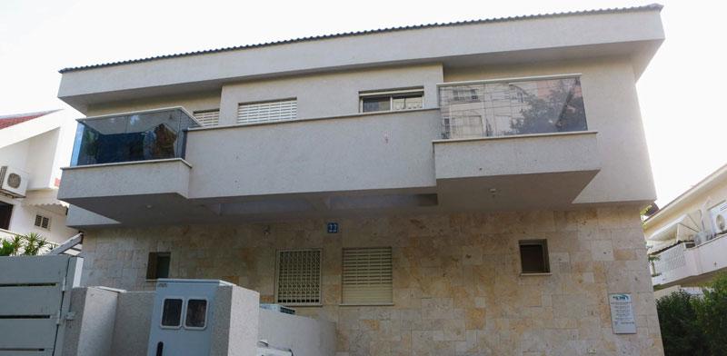 הבית שהוקם על המגרש בנתניה / צילום: שלומי יוסף