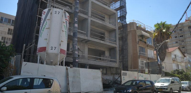 """בניין בשיפוץ תמ""""א 38 / צילום: תמר מצפי"""