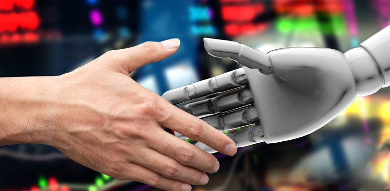 ההבדל בין הרובוט ליועץ האנושי /  צילום: Shutterstock א.ס.א.פ קרייטיב