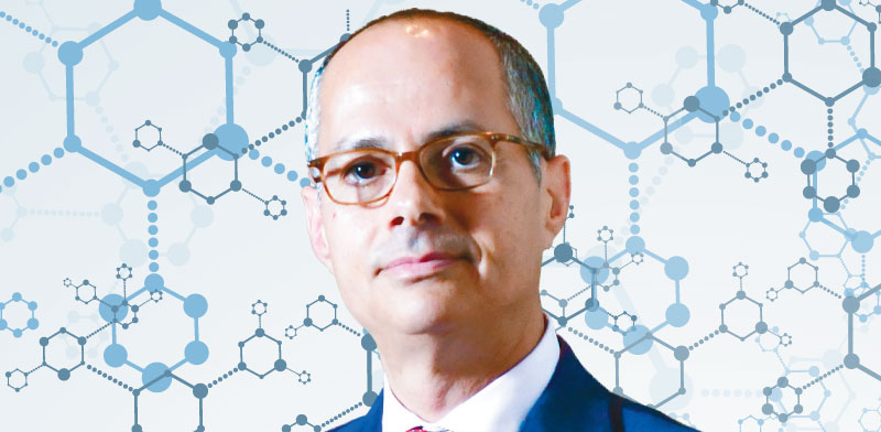 הכירו את המדען שגדל במחנה פליטים בירדן ומנסה להמציא את הכימיה מחדש