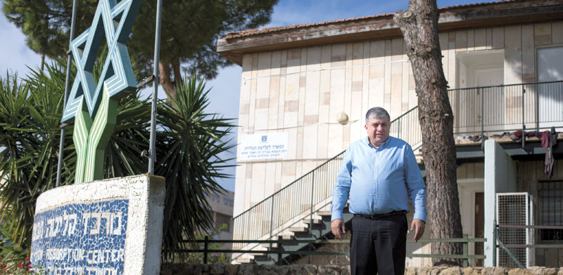 Yoram Shimon outside Mevasseret Absorption Center Photo: Lior Mizrahi