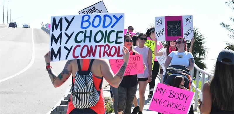 הפגנה נגד החוק האוסר הפלות / צילום: TIM SHORTT/ FLORIDA TODAY