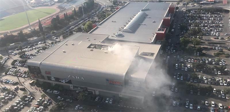 קניון איילון עולה באש / צילום: פרטי