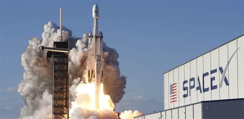 השיגור של פלקון הבי של ספייס X אתמול / צילום: Thom Baur, רויטרס