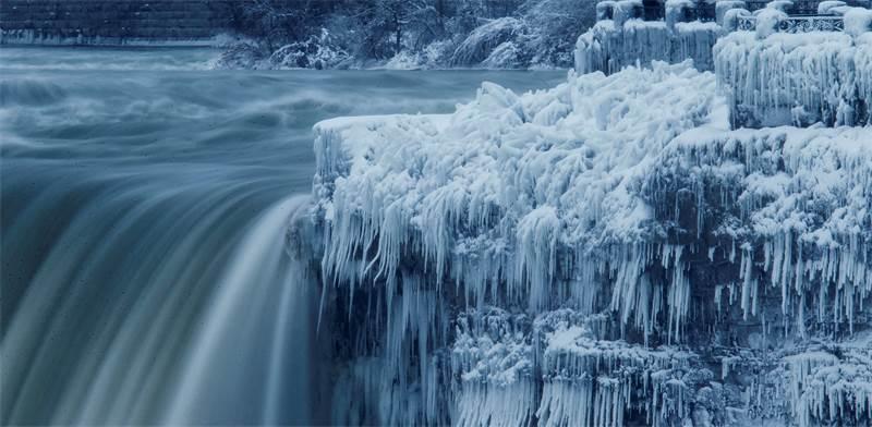 """מפלי הניאגרה בגל הקור הקיצוני בארה""""ב / REUTERS/Aaron Lynett"""