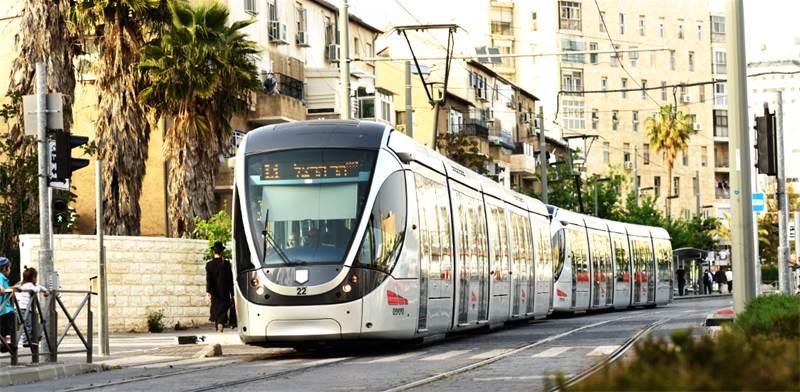 הרכבת הקלה בירושלים. משתלבת במרקם העירוני/צילום: נחשון פיליפסון