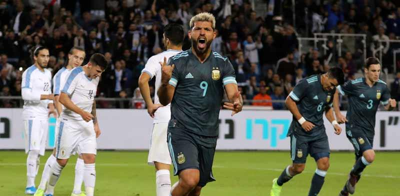קון אגוארו חוגג את השער הראשון של נבחרת ארגנטינה./ צילום: רויטרס
