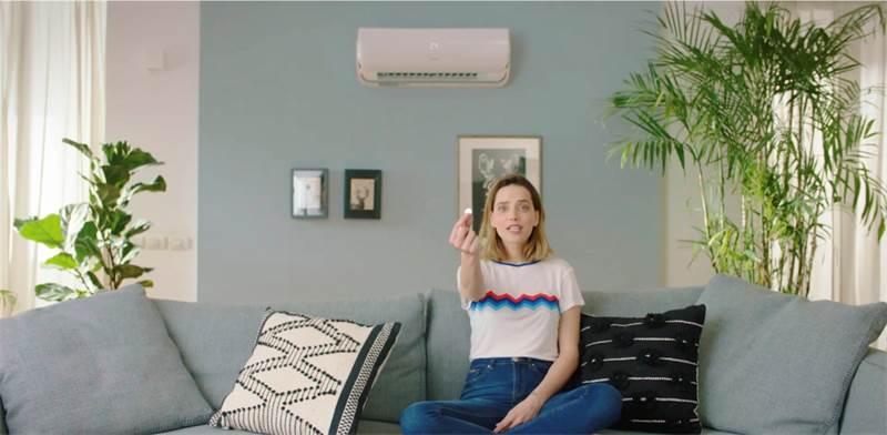 """רותם סלע בפרסומת למזגני טורנדו / צילום: יח""""צ"""