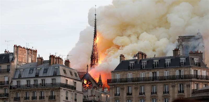 השריפה בנוטר דאם / צילום: רויטרס
