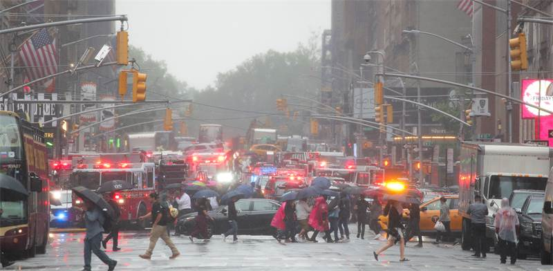 אירוע התרסקות המסוק במנהטן / צילום: REUTERS/Brendan McDermid